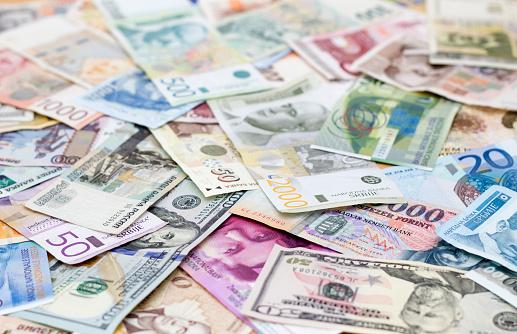 Mata Uang Berisiko